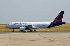 2017.07.09.009 ROISSY CdG - Airbus A320-214(OO-SNG - cn.1885) de la Cie Brussels Airlines (alainmichot93 (Bonjour à tous - Hello everyone)) Tags: 2017 france europe ue îledefrance valdoise roissycharlesdegaulle aéroport avion airplane avião aircraft flugzeug aeroplano airbus airbusa320214 oosng belgique brusselsairlines