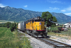The Wellsville Loop (jamesbelmont) Tags: cachevalley cachevalleylocal wellsville utah unionpacific emd gp392 missourikansastexas mendonmountains wasatchmountains rural agriculture caboose