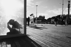 0x97 (0x FF) Tags: 0xff street barcelona spain espagna barceloneta puerto hafen columbus cristobalcolon möwe seagull schatten mannmithut hat shadow catalonia katalonien wegweisend