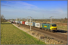 90046, The Toft, 4L75 (Jason 87030) Tags: class90 90046 skoda acelectric thetoft barbynortoft ts spot location lineside loop northants border wcml frecht freight liner freigthlienr green containers felxstowe boxes cargo december 2009 fence sky view tracks wires 4l75 canon eos dslr crewebasfordhall working rare pretty exclusive capture explore exist amazing pro amateur snap photo super great fantastic world bright light art photograph new trip uk travel sweet yummy bestoftheday smile picoftheday life allshots look nice likes lol flickr photostream