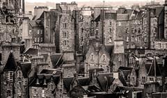 Over the rooftops of Edinburgh (Matthias-Hillen) Tags: scotland schottland edinburgh bw black white sw schwarz weiss matthias hillen matthiashillen town stadt urban