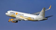 Vueling / Airbus A320-232 / EC-MNZ (vic_206) Tags: vueling airbusa320232 ecmnz bcn lebl barcelona explore vuelinglovebarcelona plane aircraft spotting