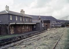 Nantlle LNWR station (TrainsandTravel) Tags: wales cymru pays de galles standardgauge lnwr talysarn narrowgauge voieetroite schmalspurbahn nantllerailway 3ft6in 1067mm