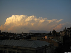 Autumn multicell cumulonimbus near Tbilisi at sunset 9/11/2017 (David Dondua) Tags: cumulonimbus multicell golden cumulus congestus convection thunderstorm sunset tbilisi georgia beautiful გროვაწვიმიანი ღრუბელი თბილისი სექტემბერი საღამო кучеводождевое облако тбилиси сентябрь