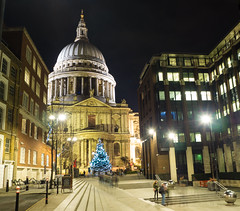 "St Paul's Cathedral at Christmas (Tom Stirling) Tags: london londonatnight ""stpaul'scathedral"" night dark christmas christmaslights"