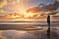 (Roi.C) Tags: sun sunset sky skyline clouds water waves sea beach sand seascape landscape season serene light reflection nikon nikond5300 nikkor telaviv israel outdoor people girls women silhouette mediterraneansea 2018 sunbeams sunrays sunlight horizone cloudscape hdr