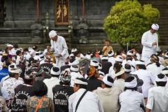 Purta Besakhi Temple, Bali (M_Hauss) Tags: indonesien indonesia asia asien bali ubud people personen temple blessing