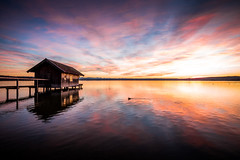 Am See (Chris Buhr) Tags: landschaft landscape inning see lake ammersee bayern bavaria deutschland germany leica sunset sonnenuntergang abendrot hütte hood seehaus m10 chris buhr