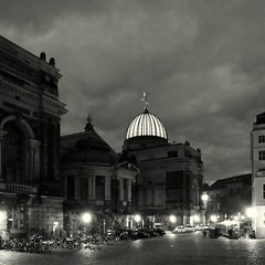 Kunstakademie (Bernhardt Franz) Tags: dresden kunstakademie lipsiusbau blackandwhite bw street night architecture facades buildings lights kuppel dome glaskuppel sky himmel clouds taxi bicycle angel