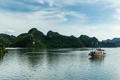 Plavba zátokou Halong (zcesty) Tags: vietnam17 skála moře loď krajina vietnam halong dosvěta hảiphòng vn