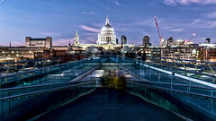London; St. Paul's (drasphotography) Tags: london great britain england saint pauls cathedral kirche architecture architektur bridge millenium travel travelphotography reise reisefotografie drasphotography nikkor2470mmf28 blue hour long exposure ponte brücke dusk blauestunde people