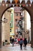The Tourists Arrive (Alan1954) Tags: oviedo spain holiday 2017 arches framed