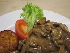 Kurpfalzer schnitzel, Wuppertal, Germany (Travel writer at KristineKStevens.com) Tags: wuppertal germany foodporn mushroom restaurant cutlet