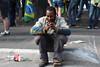 Só rezando (fotojornalismoespm) Tags: manifestação protesto mendigo 7desetembro paulista masp