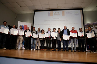 Entrega de bonos de riego para agricultores de la Región Metropolitana