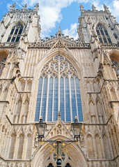 Art in stone (WISEBUYS21) Tags: 4th august 2017 york yorkshire minster moors dales city cityscape architecture medieval church norman wisebuys21 stained glass window lamp post blue sky sand stone line carving art 04082017
