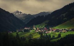 Mittelberg (Netsrak) Tags: kleinwalsertal berg berge at österreich mittelberg riezlern wiese dorf haus baum bäume wald gebirge alpen europa europe