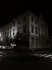 The dark side of the... school! (VauGio) Tags: torino turin citturin huawei p10 leica blackandwhite biancoenero