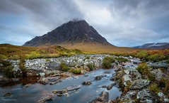 A river runs through it (He Ro.) Tags: 2017 glencoe scotland rivercoupall stobdearg buachaille etive mòr water autumn landscape rocks rannoch moor aftersunrise scottishhighlands theheardsmanofetive gras landschaft himmel berg felsen wasser fluss buachailleetivemòr uk