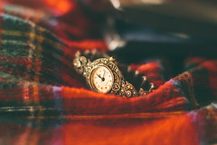 The season of giving (Inka56) Tags: outofthebox flickrfriday watch wristwatch blanket box silver clock closeup dof bokeh 7dwf hbw
