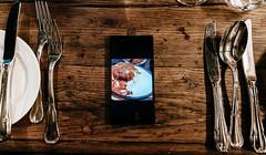 #吃飯被手機綁架 (Explore) (David C W Wang) Tags: 手機 explore dvijffvlieghen