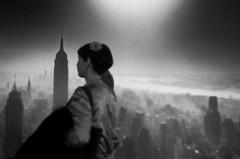 * (elisachris) Tags: schwarzweis blackandwhite stadt urban city newyork street coberlin ricohgr