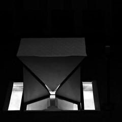 7 - Créteil, Cathédrale Notre-Dame, Autel (melina1965) Tags: 2017 décembre december îledefrance valdemarne nikon coolpix s3700 créteil église églises church churches noiretblanc blackandwhite bw sol sols pavement lumière light autel autels altar altars