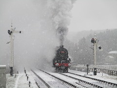 Black 5 44806 departs Levisham in snow 29Dec17