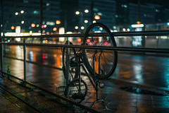 Paradox urban intervention (mripp) Tags: art vintage retro old night nacht bokeh colors color bike bicycle street strase berlin germany deutschland europe europa leica m10 summilux 50mm