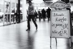 Einen halben Karpfen, lebend bitte... (michael_hamburg69) Tags: norderstedt schleswigholstein germany deutschland fischkate heroldcenter schild fisch karpfen photowalkmitkathy