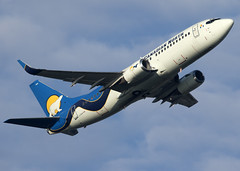 C-GICN_737-36Q_MPE_CYVR_4846 (Mike Head - Jetwashphotos) Tags: boeing 737 737300 73736q 5t mpe canadiannorth yvr cyvr vancouverinternationalairport bc britishcolumbia canada westerncanada westernregion