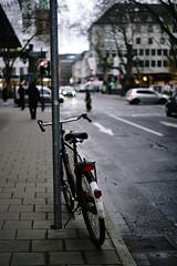 bike 2@old city, Düsseldorf (Amselchen) Tags: street bicycle bokeh blur dof depthoffield city düsseldorf germany sony a7rii alpha7rm2 zeiss carlzeiss sonnart1855 sonnar5518za fe55mmf18za sonyilce7rm2