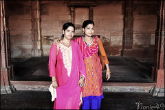 Jeunes femmes, Fatehpur Sikri, India. (nanie49) Tags: femmes mujeres women fatehpursikri fort forteresse portrait retrato uttarpradesh inde india asia asie nikon d750 nanie49