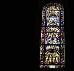 Stained glass (François Tomasi) Tags: stainedglass yahoo google flickr religion françoistomasi tomasiphotography reflex nikon window colors color couleurs couleur digital numérique photo photographie photography photoshop filtre tours indreetloire touraine france french europe pointdevue pointofview pov dark sombre light lumière ancien old patrimoine lanouvellerépublique janvier 2018 villedetours