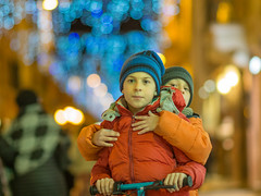 PC090010-1 (Francesco Ganzetti) Tags: street children kids bokeh olympus omd iso 85mm manual christmas holiday night italy marche