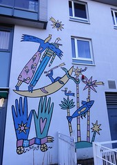 1999 Berlin Wandbild ohne Titel von Kitty Kahane Mylauer Weg 1 im Quartier Kastanienallee in 12627 Hellersdorf (Bergfels) Tags: skulpturenführer bergfels 1999 1990er 20jh nach1989 berlin wandbild ohnetitel ot kittykahane kkahane kitty kahane mylauerweg quartierkastanienallee 12627 hellersdorf skulptur plastik malerei beschriftet