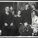 Archiv O528 Familienfoto, 1920er thumbnail