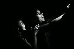 Alegria (alestaleiro) Tags: bw bianconero monochrome monocromo juventud youth hapiness felicidad alegria risas lol sonrisas selfie chicas adolecentes teen teenagers laughter sorrisos gargalhadas moças selfportrait autoretrato alestaleiro retrato
