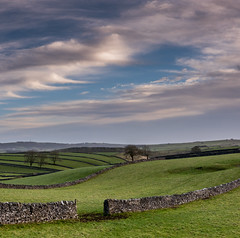 Winter Clouds (Peter Quinn1) Tags: litton derbyshire whitepeak peakdistrict fields cloudscape winter december
