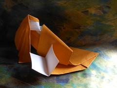 Lectrice version 2 / Woman reading version 2 de Viviane Berty 2017 (Viviane des Papiers) Tags: origami vivianeberty lire reading origamicdo2017