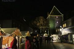 Weihnachtsmarkt - Christmas market (Noodles Photo) Tags: monheimamrhein weihnachtsmarkt christmasmarket alteschulstrase schelmenturm nrw deutschland germany canoneos7dmarkii ef24105mmf4lisusm nightshot night xmas nachtaufnahme nacht weihnachten