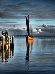 """Zeesboot FZ 16 """"Blondine"""" beim Einlaufen in den Althäger Hafen (alterahorn) Tags: fz16 mecklenburgvorpommern zingst dars fischland ostseeküste bodden hafen althagen ahrenshoop boot blondine zeesboot"""