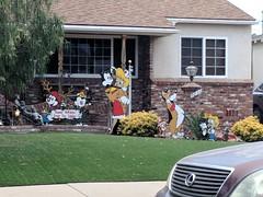 Animaniacs Xmas lawn display, Burbank, California, USA (gruntzooki) Tags: animaniacs warnerbrothers spielberg animation fanac burbank california cali cal ca usa christmas xmas