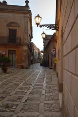 Erice: una strada silenziosa (costagar51) Tags: erice sicilia sicily italia italy arte storia trapani anticando