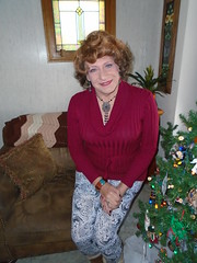 The Milwaukee Housewife Trying To Cope With The Winter Blues (Laurette Victoria) Tags: housewife woman laurette leggings sweater necklace milwaukee auburn