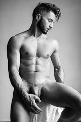 Andy (Pablitobello) Tags: andy nb bw monochrome frontal profil main hand abs torse chest muscles hair haircut statue sculpture