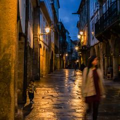 Despues de la lluvia (Manuel Gayoso) Tags: santiagodecompostela galicia españa calle callepeatonal losa lluvia reflejo noche faroles only