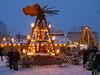 Auch Bad Lauchstädt hat seine Pyramide! (baerchen57) Tags: ontoure winterausflüge bad lauchstädt weihnachtsmarkt schnee ausflug winter boot wasser baum gebäude himmel park personen pyramide