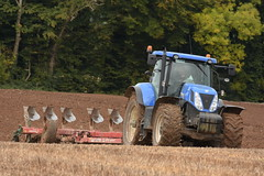New Holland T7.270 Tractor with a Kverneland 7 Furrow Plough (Shane Casey CK25) Tags: new holland t7270 tractor kverneland 7 furrow plough cnh nh blue newholland ploughing turn sod turnsod turningsod turning sow sowing set setting tillage till tilling plant planting crop crops cereal cereals county cork ireland irish farm farmer farming agri agriculture contractor field ground soil dirt earth dust work working horse power horsepower hp pull pulling machine machinery nikon d7200 traktori traktor trekker tracteur trator ciągnik