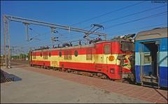 Grand Old Hunk from Itarsi (Abhishek Jog) Tags: grandpa et wam4 21373 with delayed 15066 panvelgorakhpur express hbj from mso misrod habibganj jn junction towards bpl bhopal bhopaljn gkp pnvl pnvlgkp wam46p bhs vidisha